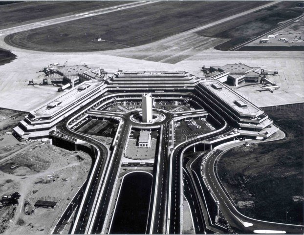 Flughafen-Koeln-Bonn1970_Koeln-Bonn-Airport