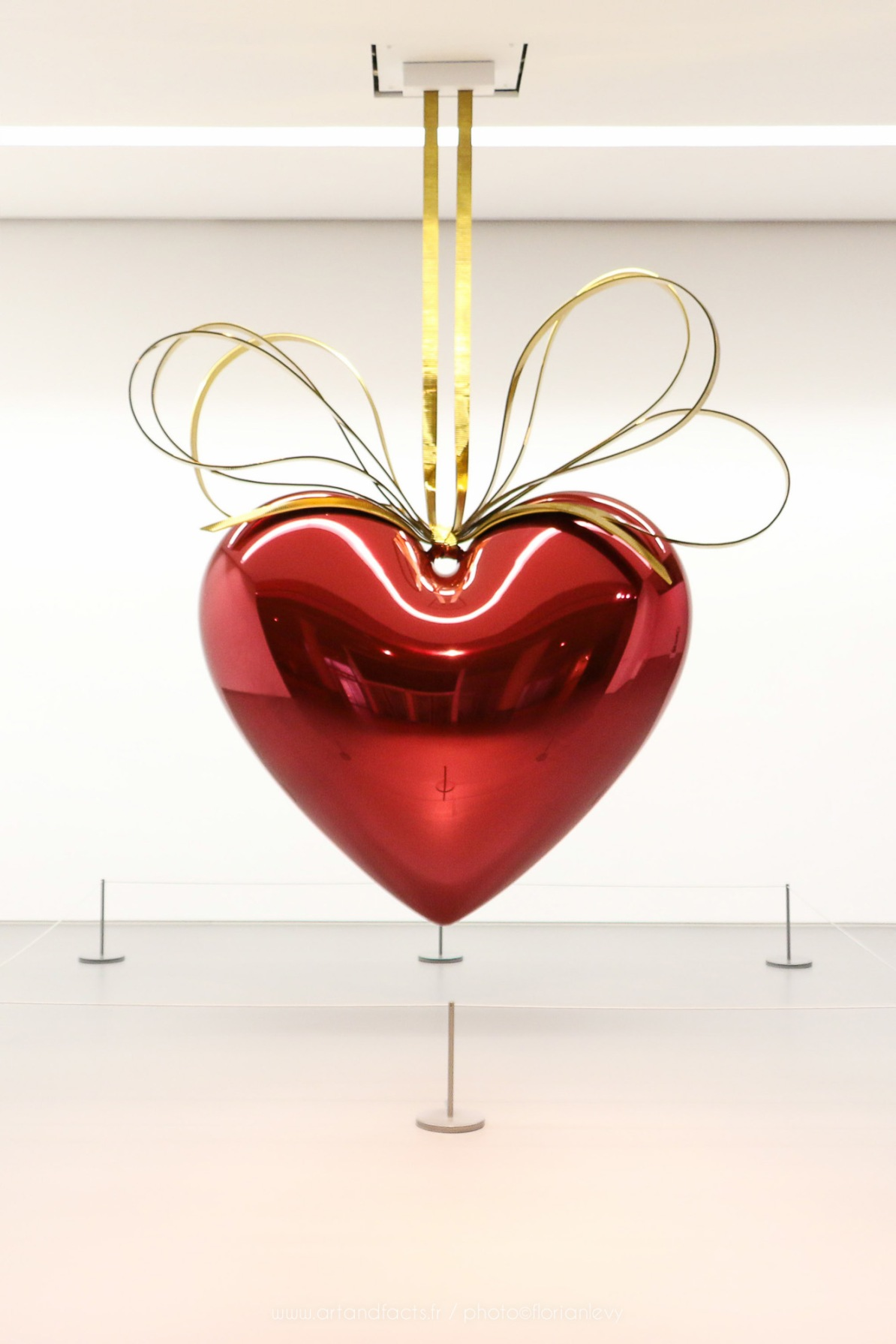 Jeff Koons Hanging Heart Celebration